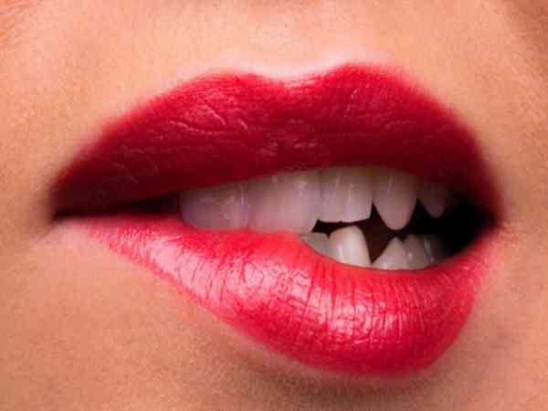 Điềm báo giật môi là điềm tốt hay xấu