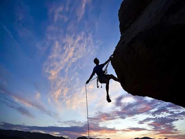 Điềm báo trong giấc mơ thấy leo núi