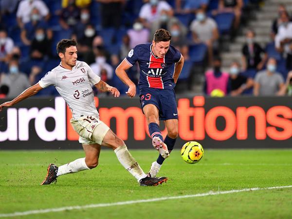 Bóng đá quốc tế sáng 17/9: PSG giành chiến thắng với 10 người trước Metz