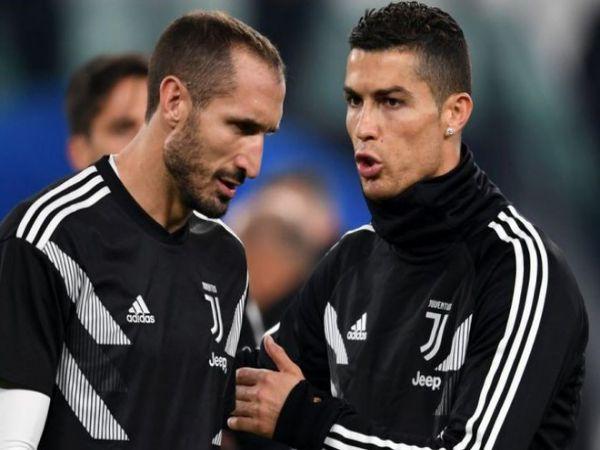 BĐQT trưa 15/10: Chiellini Ronaldo vẫn ổn và đang tắm nắng