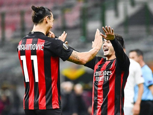 """Bóng đá quốc tế tối 27/3: Thực hư chuyện """"Kaka 2.0"""" bị cô lập ở AC Milan"""